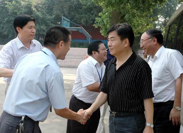 王鸿举市长、黄奇帆副市长莅临我校指导