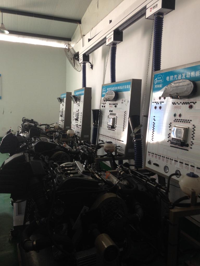 发动机电控与故障诊断实训室