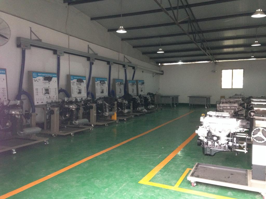 汽车发动机实训室(一)