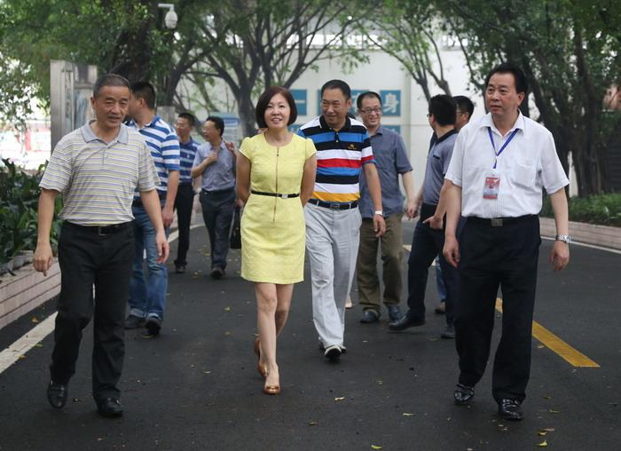 市经济信息委副主任杨丽琼到我校检查指导工作